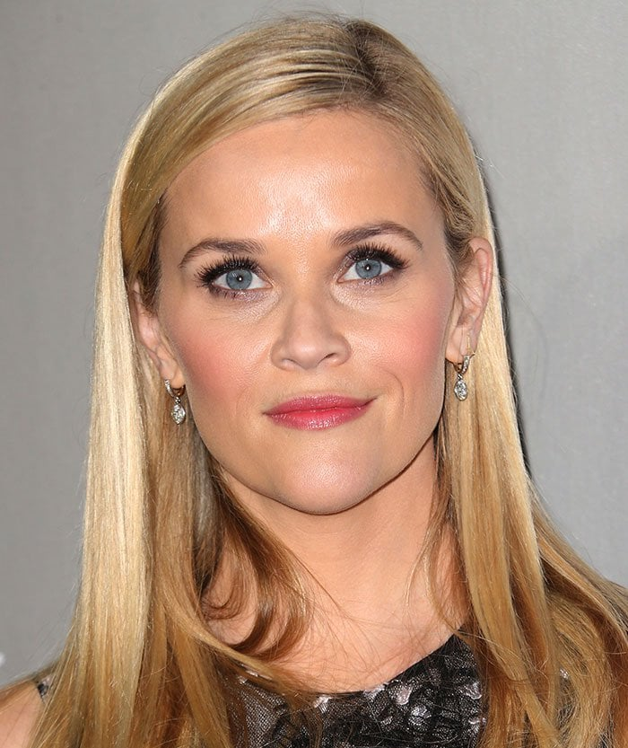 Reese Witherspoon wears her blonde hair down at the 2015 Baby2Baby Gala