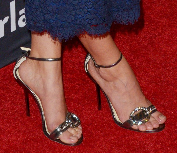 """Sarah Hyland's sexy toes in """"Tamsyn"""" sandals"""