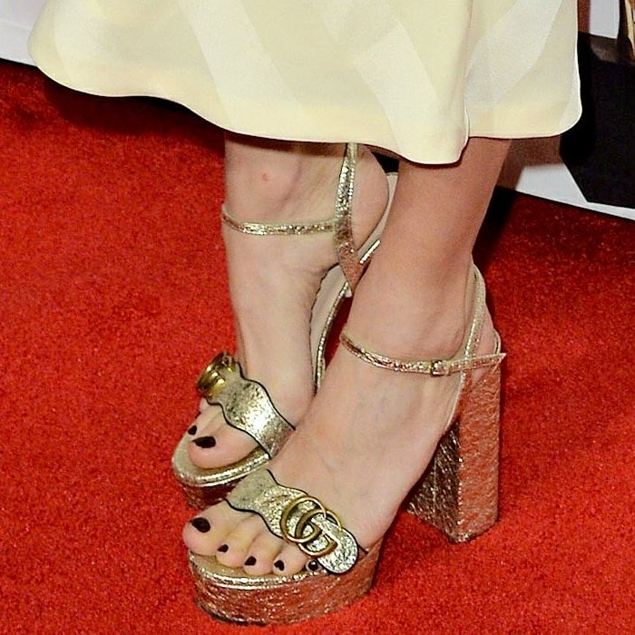 Sienna Miller's sexy feet in Gucci platform sandals with double G