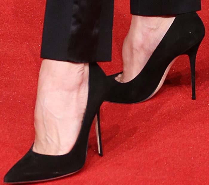 Victoria Beckham's feet in Manolo Blahnik pumps