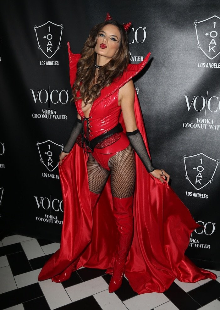 Alessandra Ambrosio shows off her cleavage as she blows a kiss