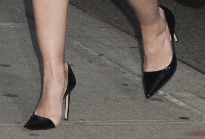Melissa Benoit's feet in Brian Atwood pumps
