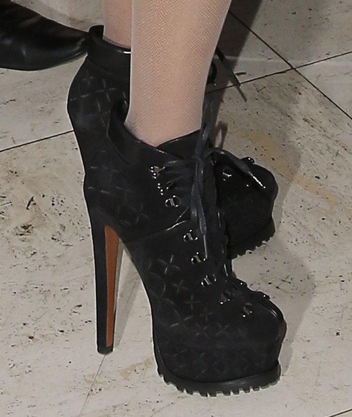 Nicki Minaj in Azzedine Alaïa hiker booties to host an event in 1Oak Las Vegas on October 30, 2015