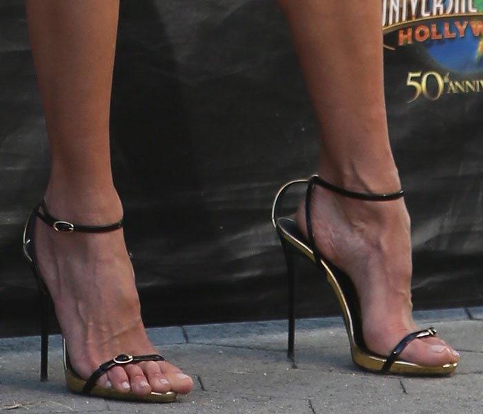 Alessandra-Ambrosio-Giuseppe-Zanotti-black-gold-buckle-sandals