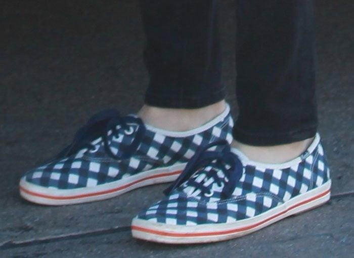 Amanda-Seyfried-Keds-Kate-Spade-Gingham-Sneakers