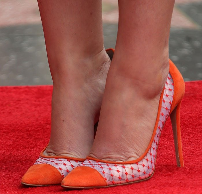Amy Poehler's feet in Kurt Geiger heels