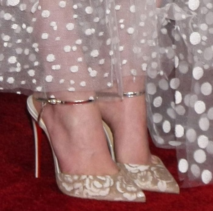 Daisy Ridley shows off her sexy feet ind'Orsay-style shoes