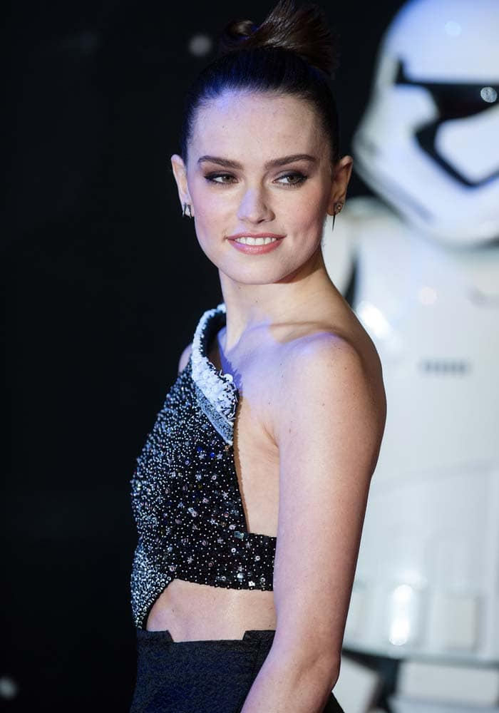 """Daisy Ridley wears her hair up at the European premiere of """"Star Wars: The Force Awakens"""""""