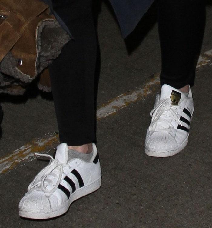 Dakota Fanning wears socks with her white Superstar sneakers
