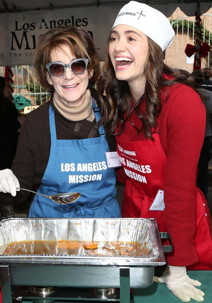 Mother-daughter duo Cheryl Rossum and Emmy Rossum volunteer together on Christmas Eve