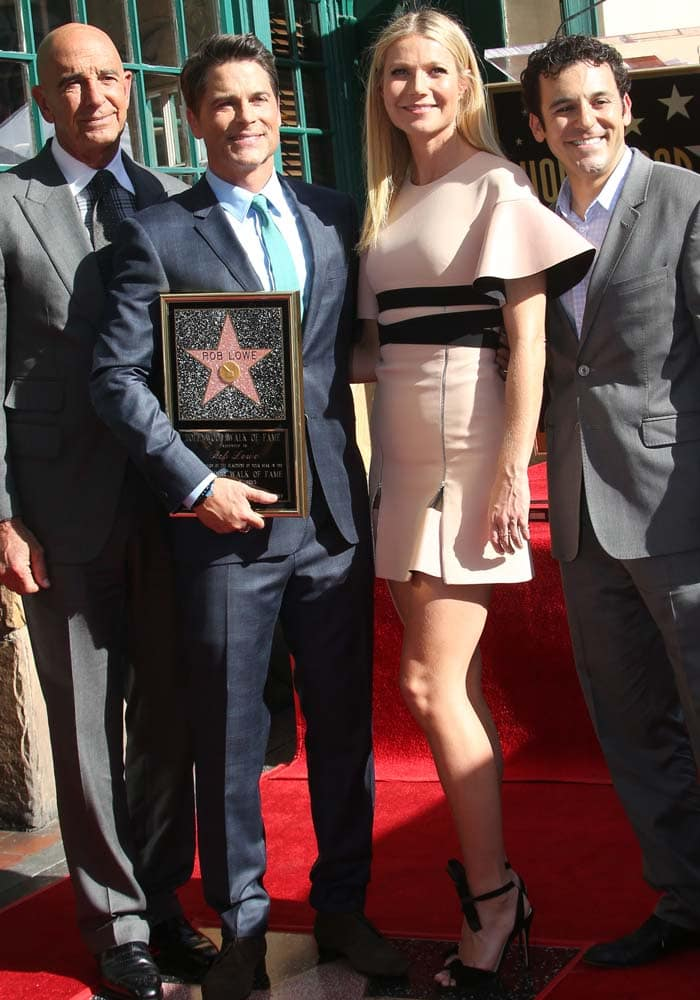 Gwyneth Paltrow poses with Rob Lowe and company on the red carpet of the Hollywood Walk of Fame