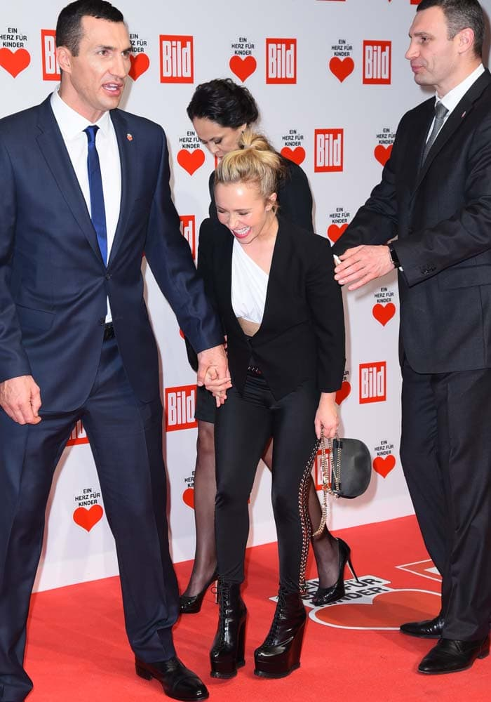 Hayden seemed to be having fun on the red carpet, often falling into a fit of giggles with her fiancé, along with her fiancé's brother and wife.