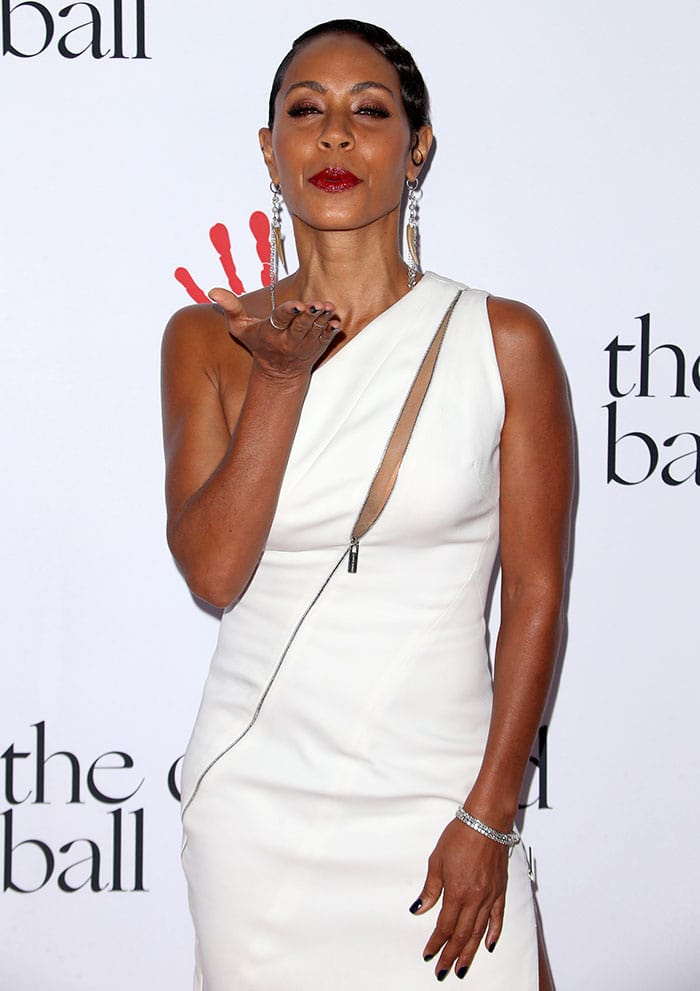 Jada Pinkett Smith blows a kiss from the red carpet