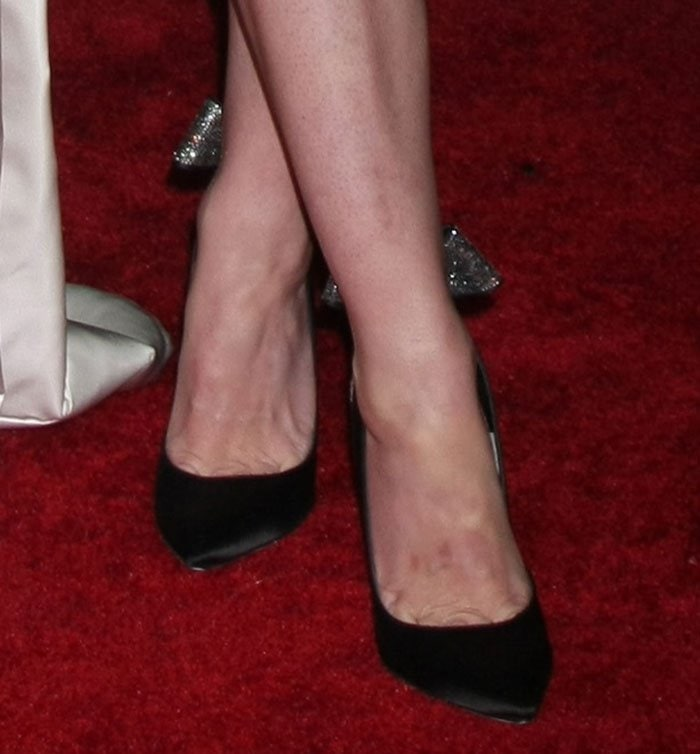 Jaime King reveals sexy toe cleavage in Magda pumps