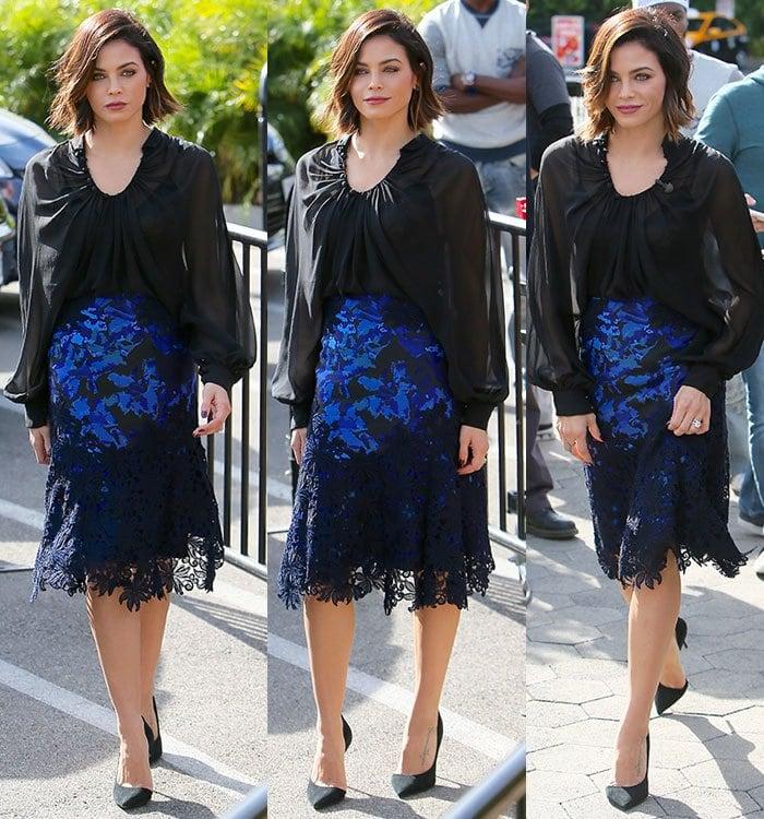 Jenna Dewan-Tatum wears a black-and-cobalt Monique Lhuillier ensemble