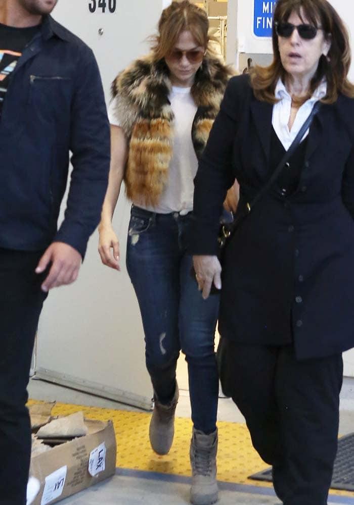 Jennifer Lopez Barneys Adidas 1