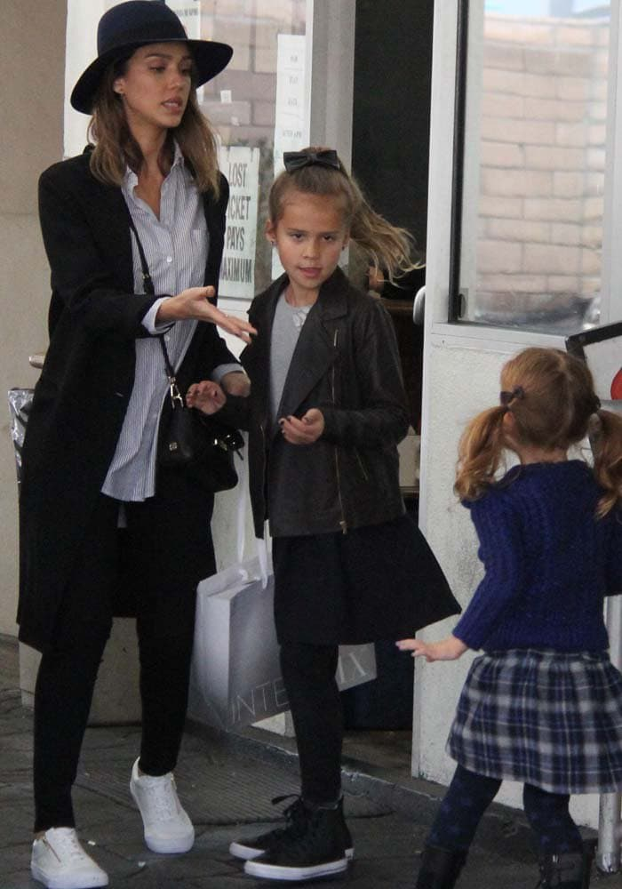 Jessica Alba takes her daughters Honor and Haven for a playdate at the park