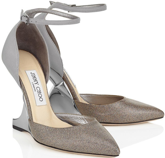 The main feature of this shoe is the graphic wedge that almost gives the impression of the heel is floating