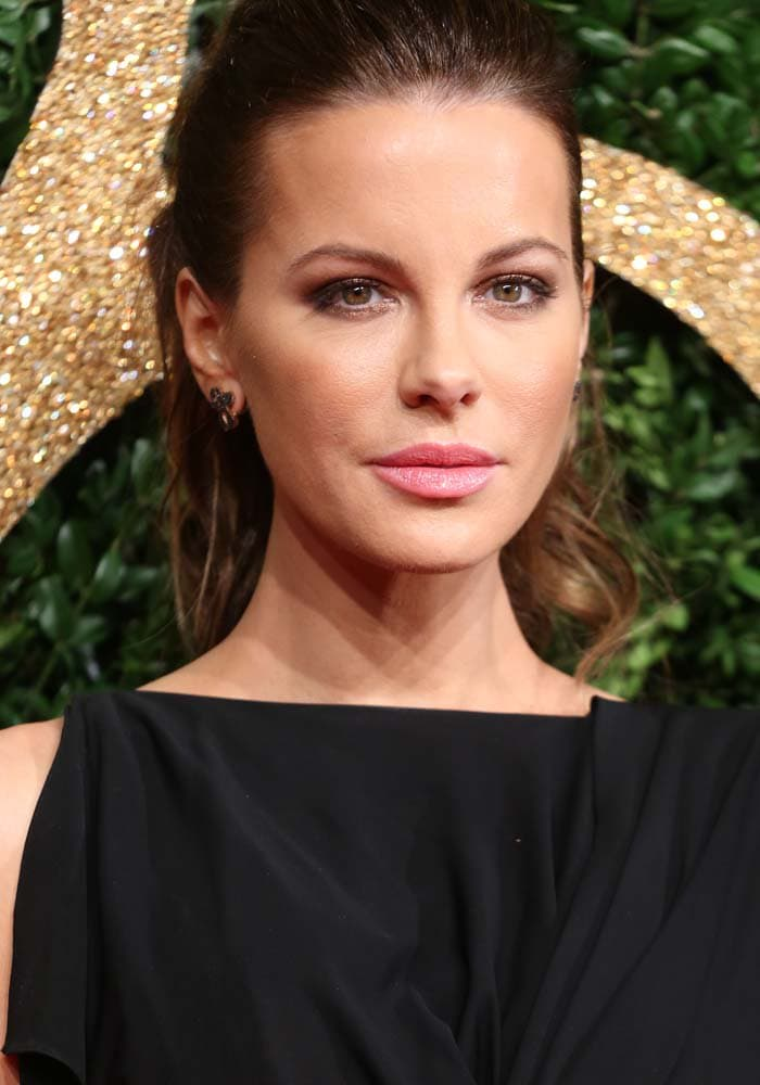 Kate Beckinsale did not cry on the red carpet of the 2015 British Fashion Awards in London on November 23, 2015