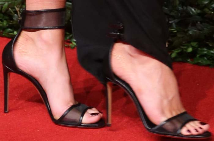 Kate Beckinsale's pretty feet in sheer sandals by Casadei