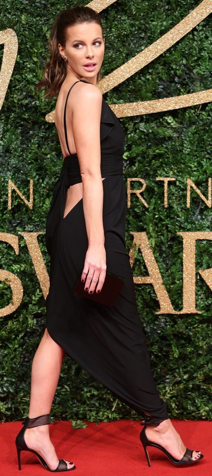 Kate Beckinsale highlighted her sexy legs in a revealing dress by Vionnet