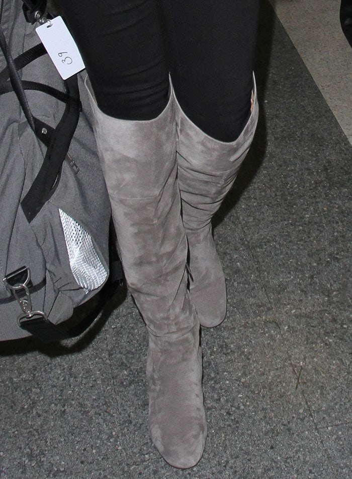 Kate Upton's feet in Sam Edelman Elina boots