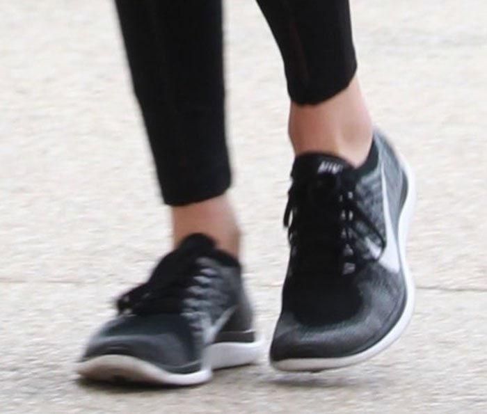 Kendall-Jenner-Nike-Flyknit-Sneakers-1