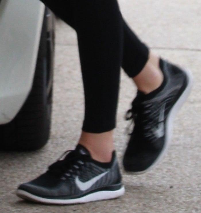 Kendall-Jenner-Nike-Flyknit-Sneakers