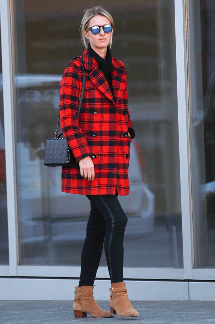 Nicky-Hilton-Beverly-Hills-shopping-after-Christmas
