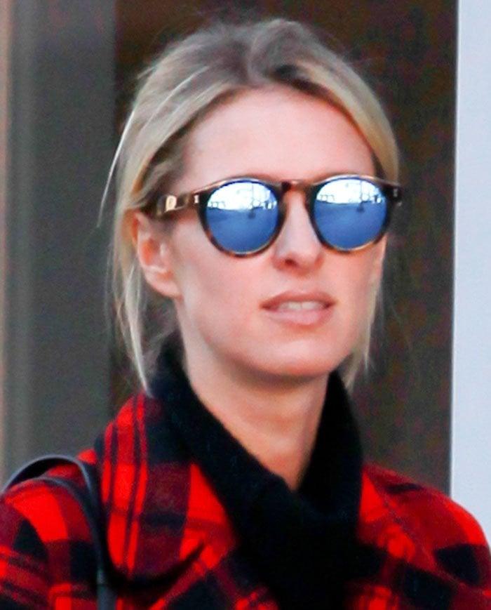 Nicky-Hilton-retro-sunglasses-mirrored-lens