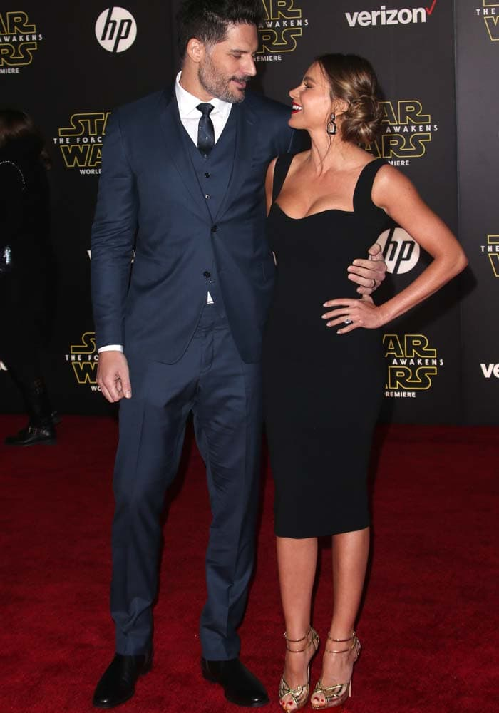 """Sofia Vergara and Joe Manganiello pose together on the red carpet at the premiere of """"Star Wars: The Force Awakens"""""""