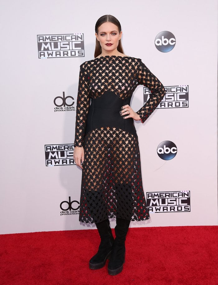 Tove Lo tucks her hair behind her ears at the 2015 American Music Awards