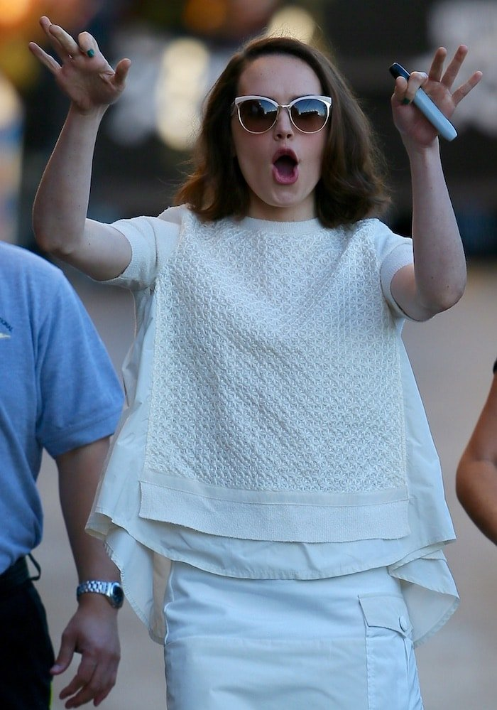 """Daisy Ridley wears her hair down as she arrives at ABC Studios for an appearance on """"Jimmy Kimmel Live!"""""""