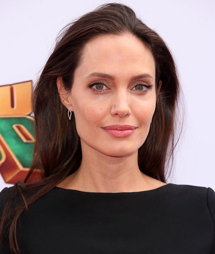 Angelina Jolie'sbrunette tresses were worn down, and her makeup was kept to a minimum, with a swipe of pink lipstick