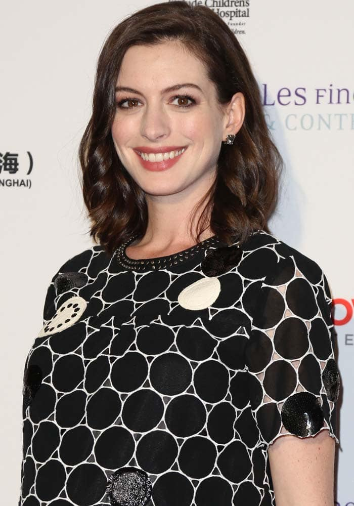 Anne Hathaway in a shift dress from Marc by Marc Jacobs