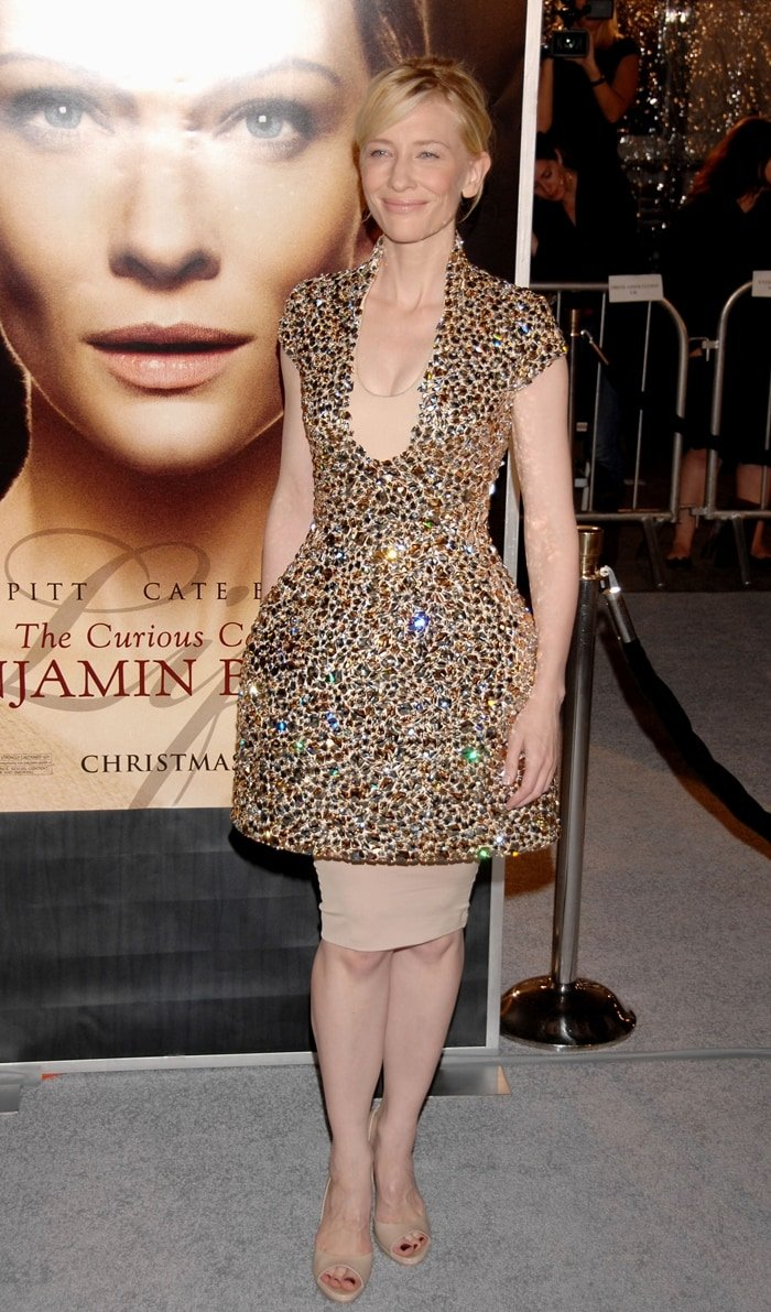 """Actress Cate Blanchett arrives on the red carpet for the Los Angeles premiere of """"The Curious Case Of Benjamin Button"""""""