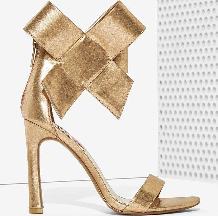 Betsey Johnson Friskyy Sandals Gold