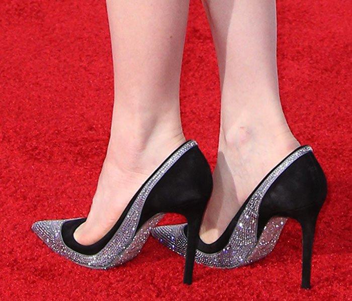 Carly Rae Jepsen's feet in Rene Caovilla pumps