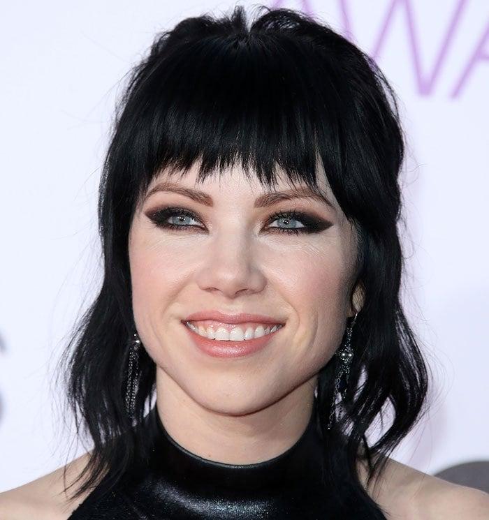 Carly-Rae-Jepsen-hair-makeup
