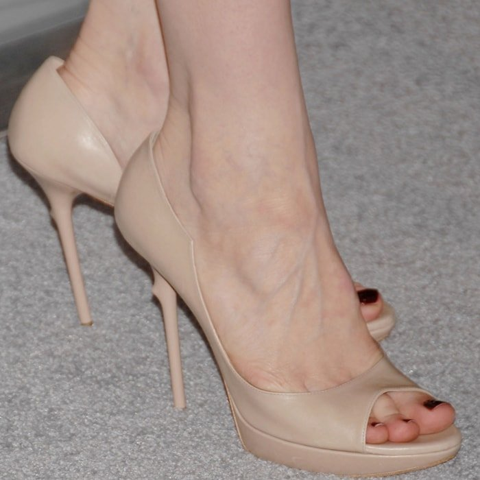 Cate Blanchett shows off her big feet in Roger Vivier shoes