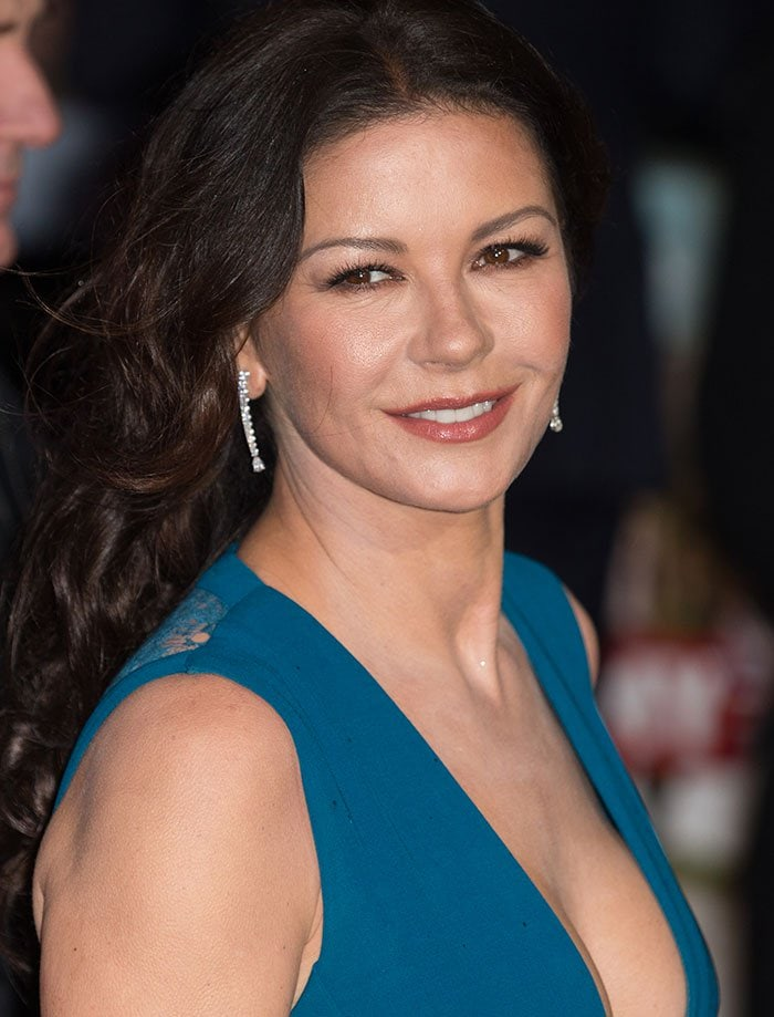 Catherine-Zeta-Jones-hair-makeup