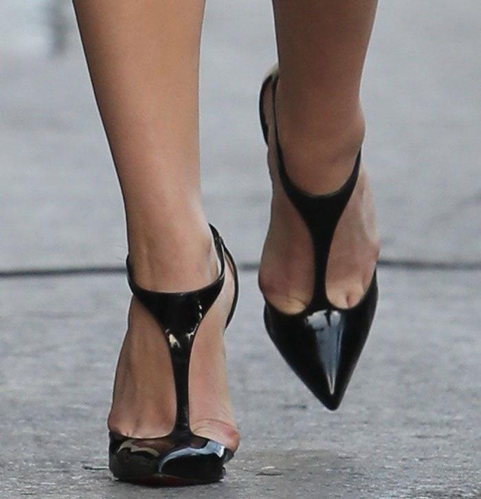 Chloe Moretz reveals toe cleavage in Christian Louboutin pumps