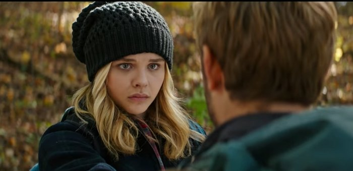 """Chloë Grace Moretz was 17 when filming The 5th Wave as Cassiopeia """"Cassie"""" Marie Sullivan"""