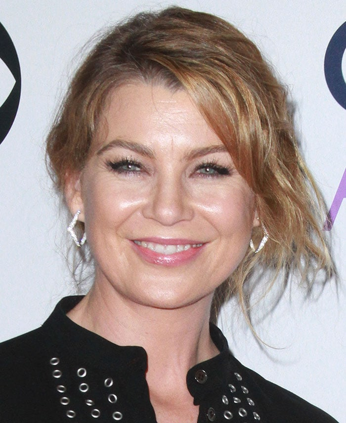 Ellen Pompeo's messy hairstyle and feminine makeup with pink lipstick