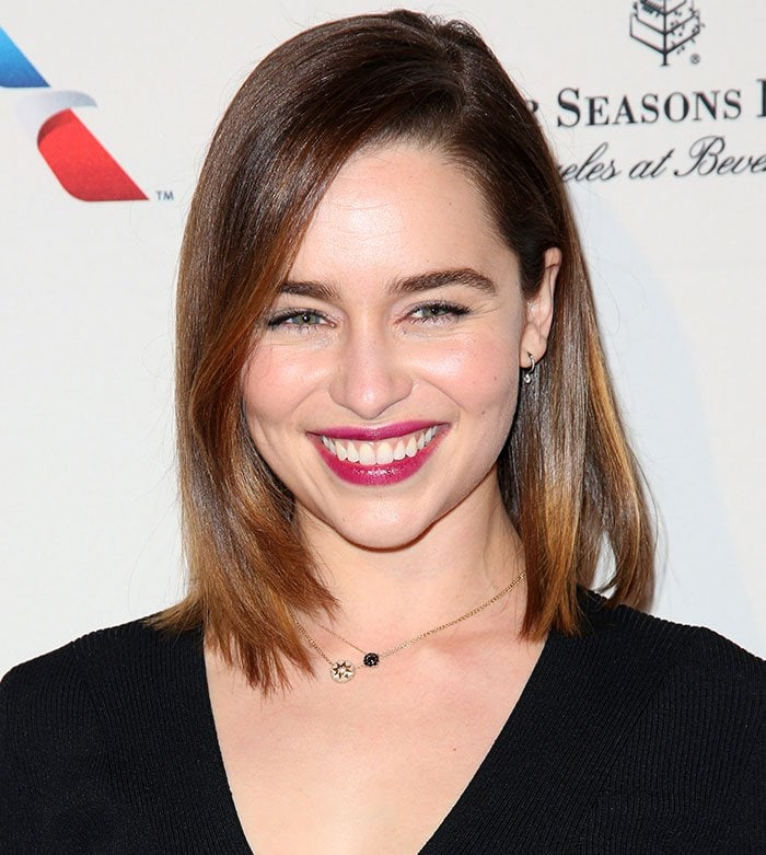 Emilia Clarke'sface was beautifully made-up with berry lipstick