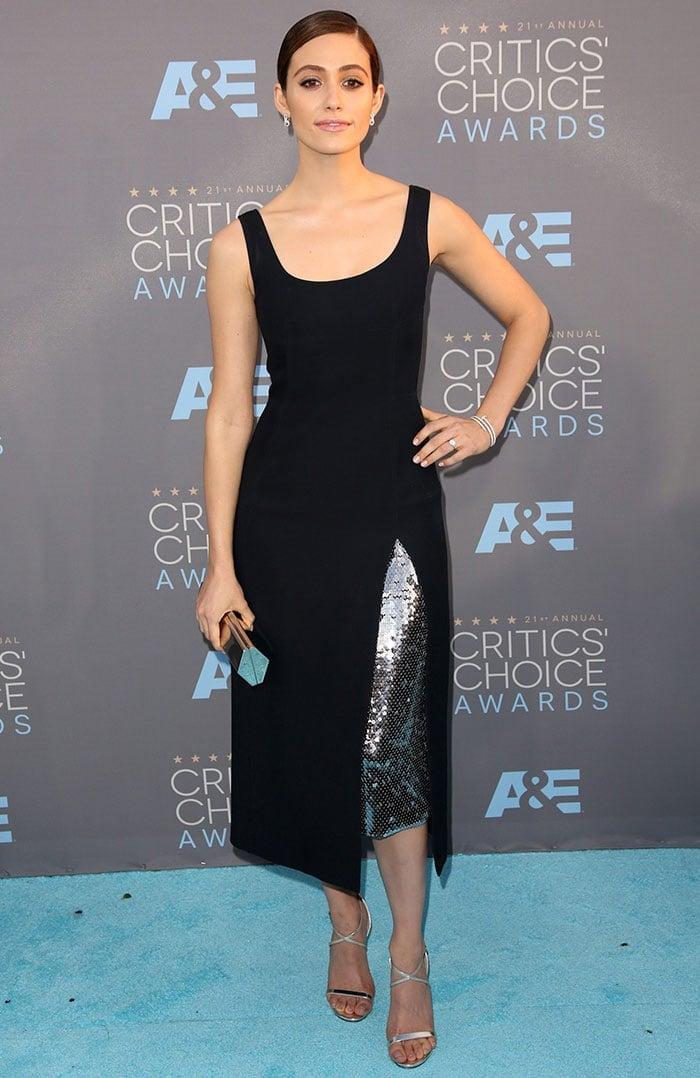 Emmy Rossum wears a Dior dress on the carpet of the Critics' Choice Awards