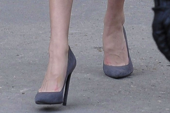 Gigi Hadid Saint Laurent Paris pumps gray