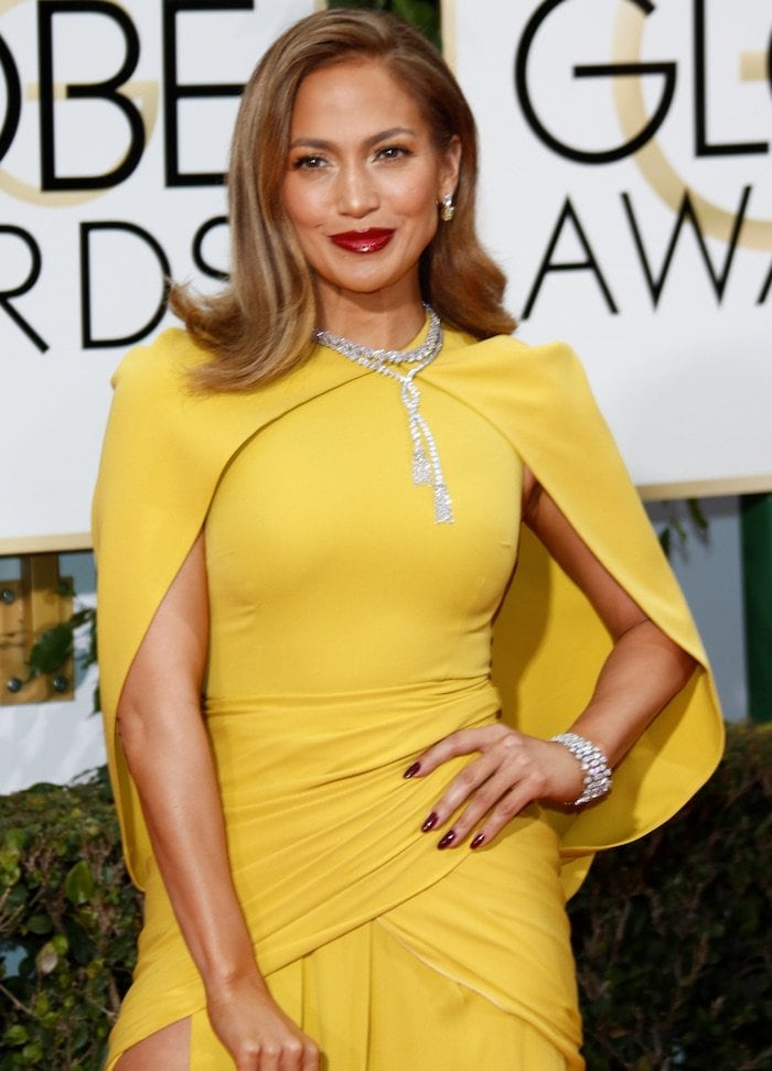 Jennifer Lopez wears her hair down at the 73rd Golden Globe Awards
