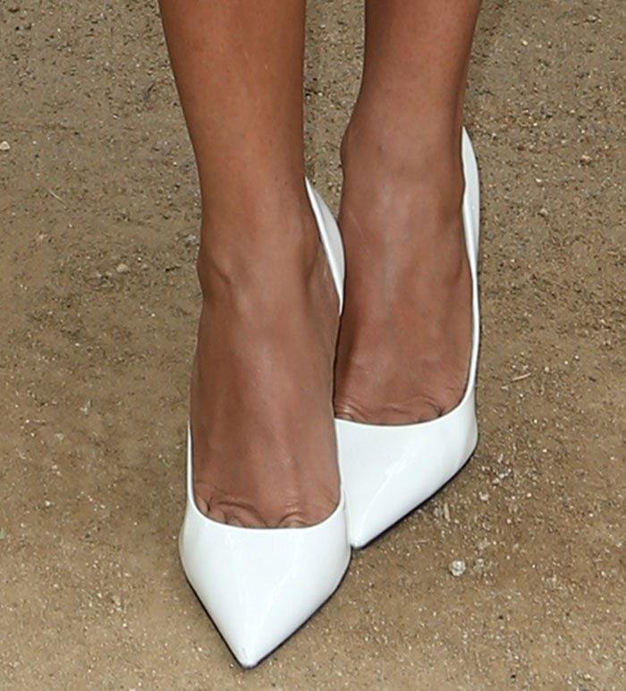Jada Pinkett-Smith's feet in white half d'Orsay pumps