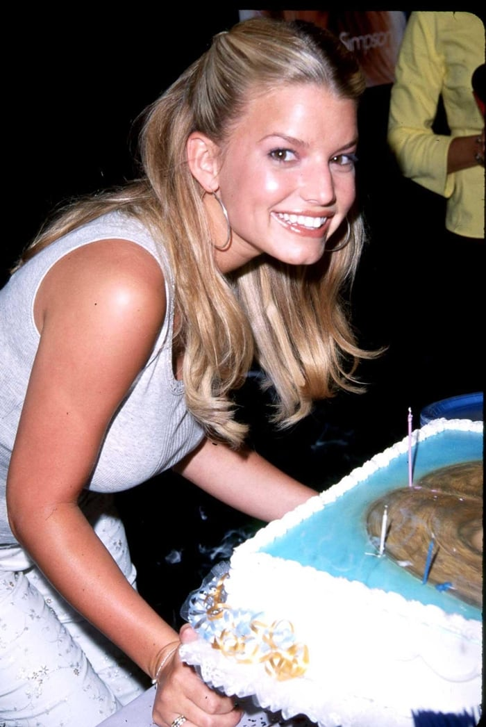 Jessica Simpson celebrates her 20th birthday party in 2000